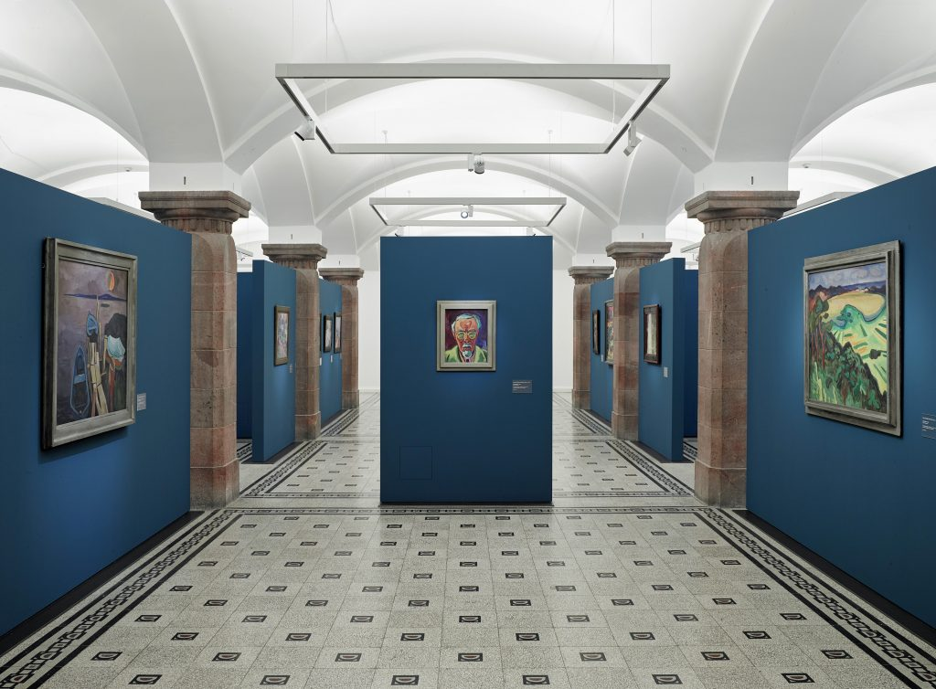 Ansicht der Sammlungspräsentation »Karl Schmidt-Rottluff. Gemälde und Skultpuren«, 2016–2020, Foto: Kunstsammlungen Chemnitz/PUNCTUM/Bertram Kober