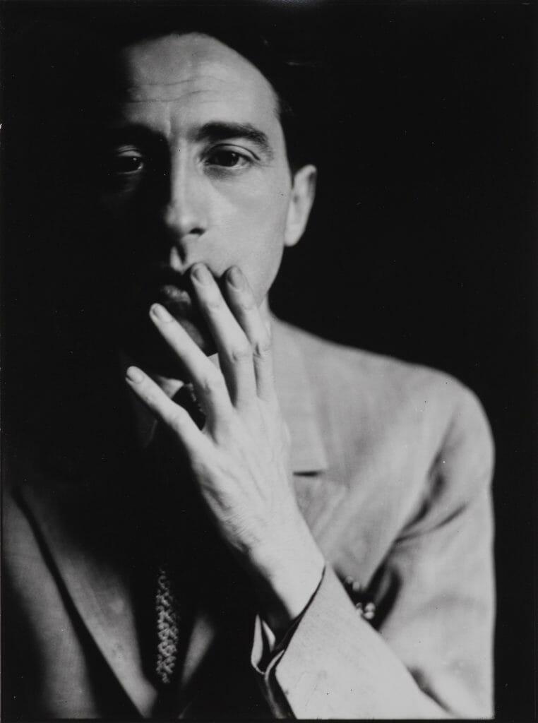 Germaine Krull (1897–1985), Jean Cocteau, 1928/1929, Bromsilbergelatineabzug, Fotografische Sammlung Museum Folkwang, Essen, Foto: Museum Folkwang, Essen © Nachlass Germaine Krull Museum Folkwang Essen