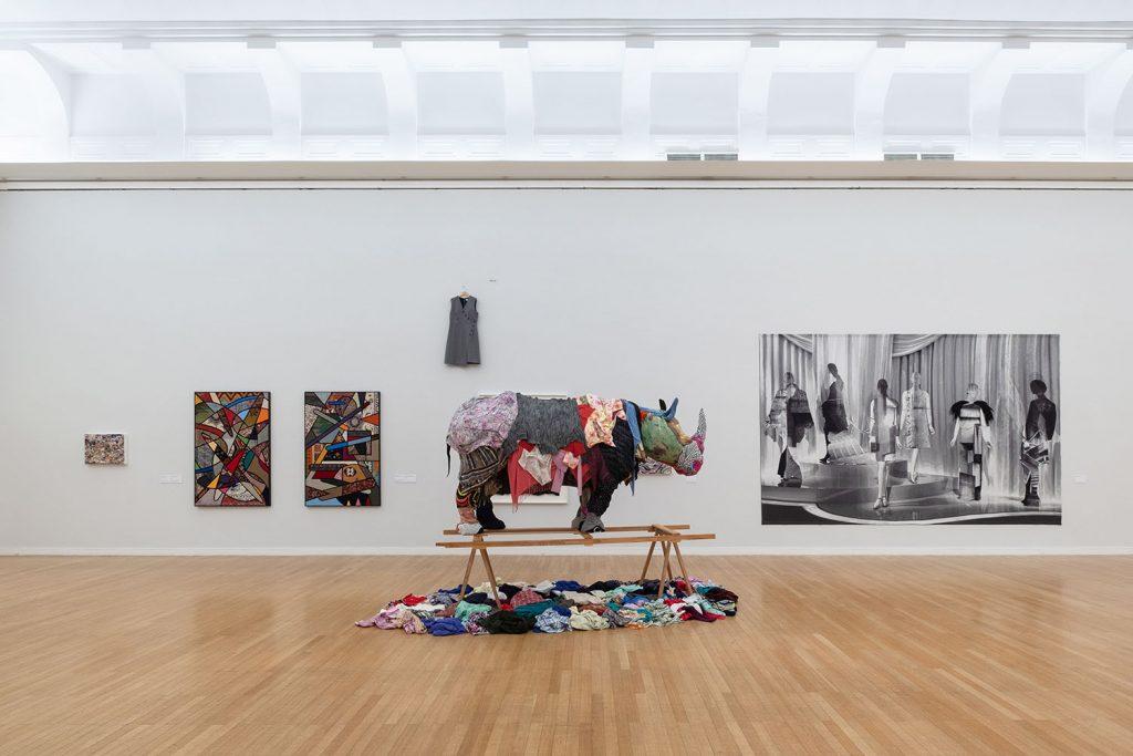 Ausstellungsansicht: Musterung. Pop und Politik in der zeitgenössischen Textilkunst, 2020, Foto: Frank Krüger; courtesy: Kunstsammlungen Chemnitz