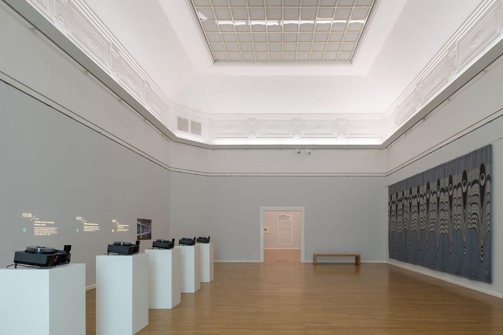 Olaf Nicolai, Yeux de Paon, Ausstellungsansicht , 2020, Foto: Frank Krüger