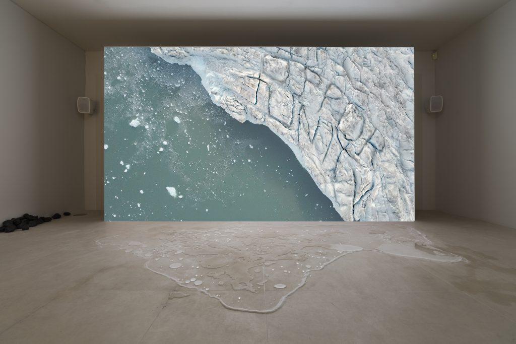 Cristina Lucas, The People That Is Missing / Der Mensch, der , 2019, Videostill, Videoinstallation, Video HD, 16:9, Farbe, Ton, 8:40 Min. © Cristina Lucas