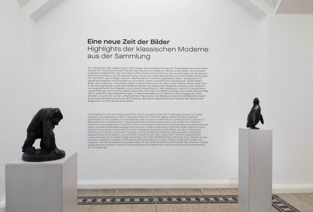 Ausstellungsansicht mit Einleitungstext, Foto: Kunstsammlungen Chemnitz/Alexander Meyer