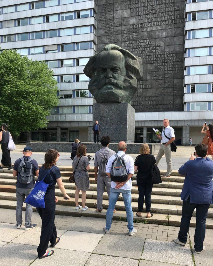 Gegenwarten | Presences: Stadtbegehung in Chemnitz mit den Künstler:innen, Juli 2019, Foto: Jenny Zichner