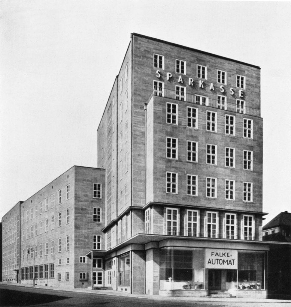 Historische Aufnahme des Sparkassengebäudes, in dem sich heute das Museum Gunzenhauser befindet