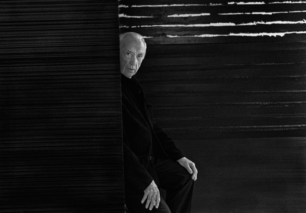 Portrait of Pierre Soulages in his studio, 2017, photograph, Raphaël Gaillarde Collection, Paris © © RMN – Grand Palais, Paris 2020