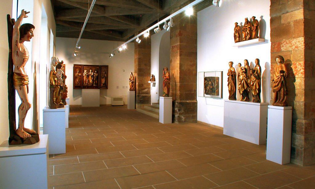 Schloßbergmuseum, Blick in die Dauerausstellung »Gotische Skulptur in Sachsen«, Foto: Kunstsammlungen Chemnitz/Schloßbergmuseum